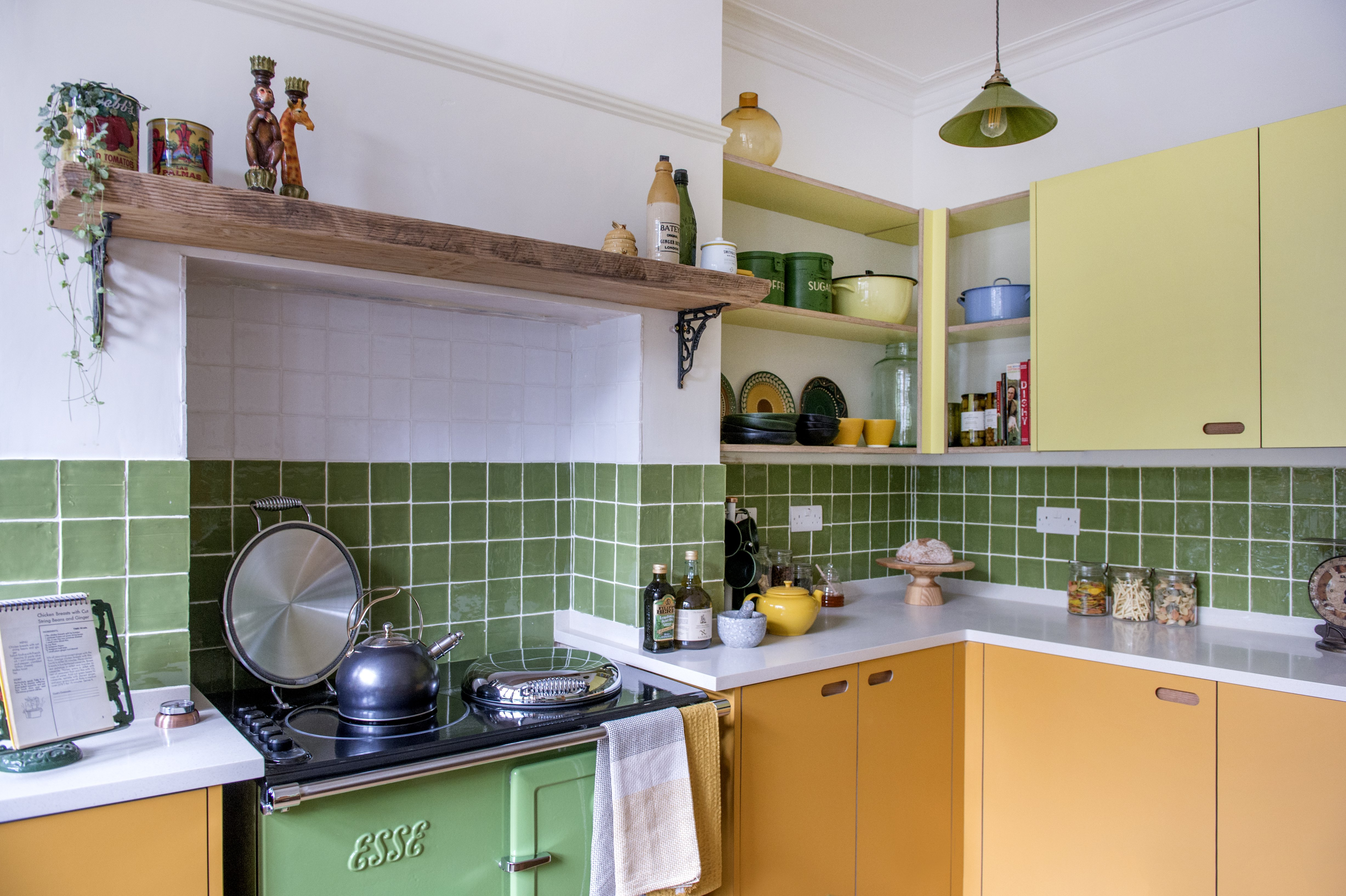 CRFA_CRF1A_Kitchen_100x100_country_white_rustic_apple_green_gloss_old_house_new_home_george_clarke_minton_hollins.jpg